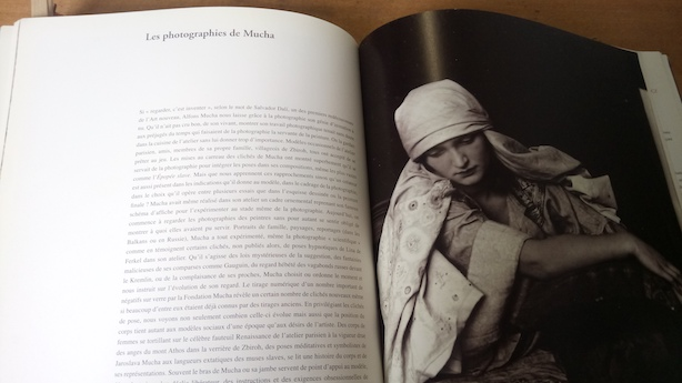 Documentation en illustration : Mucha photographie ses modèles